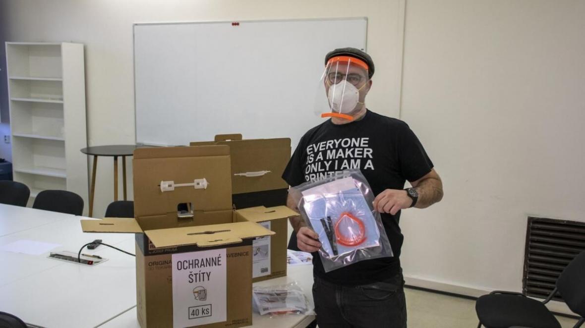 خبرنگاران بزرگترین چاپخانه سه بعدی دنیا از پزشکان در برابر کرونا محافظت می نماید
