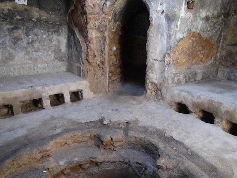خبرنگاران شروع بازسازی حمام خزینه پیرشهید شیروان