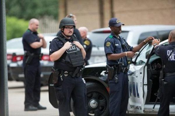 تیراندازی به مقر پلیس در کالیفرنیا، معاون رئیس پلیس زخمی شد