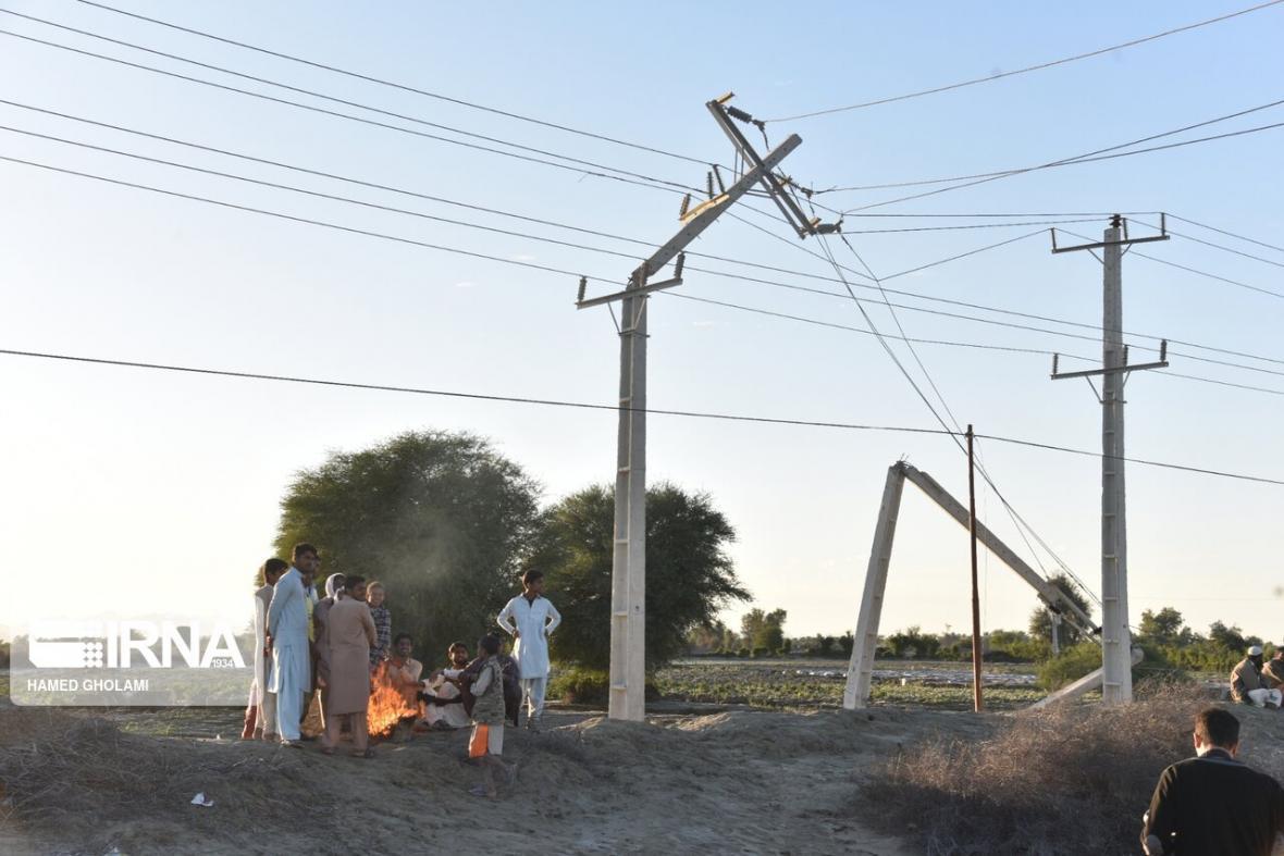 خبرنگاران تعمیر شبکه های برق کشور شروع شد