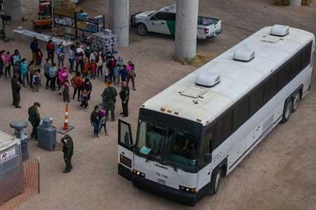 انتقال بچه ها پناهجو به پایگاه های نظامی تگزاس