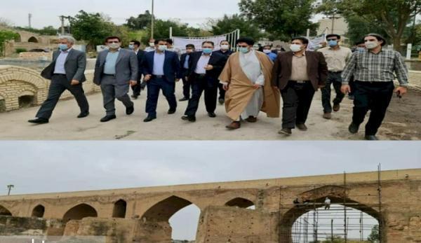 بازدید مسئولان از فرایند بازسازی پل ساسانی دزفول