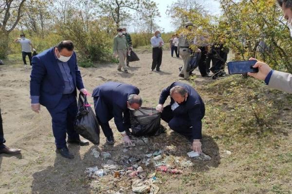 خبرنگاران پارک جنگلی گیسوم و ساحل جوکندان تالش پاکسازی شد