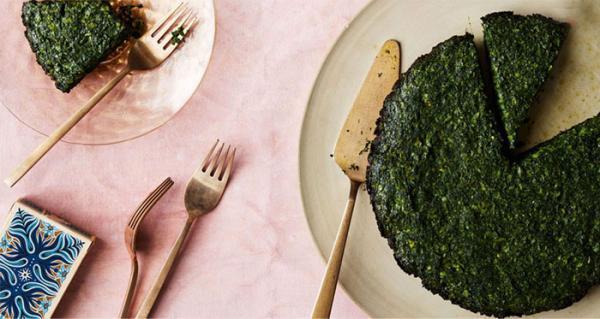 طرز تهیه کوکو سبزی با سبزی خشک