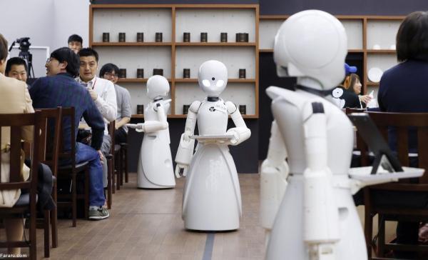 ربات های پیشخدمت در کافه